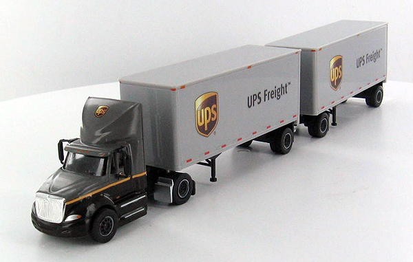 UPS FREIGHT DAY CAB SEMI TRUCK 28 DOUBLE TRAILER 1/87 SP164